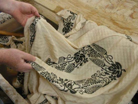 Il Casale = Linens, napkins, wood kitchen pieces, oh my . . .