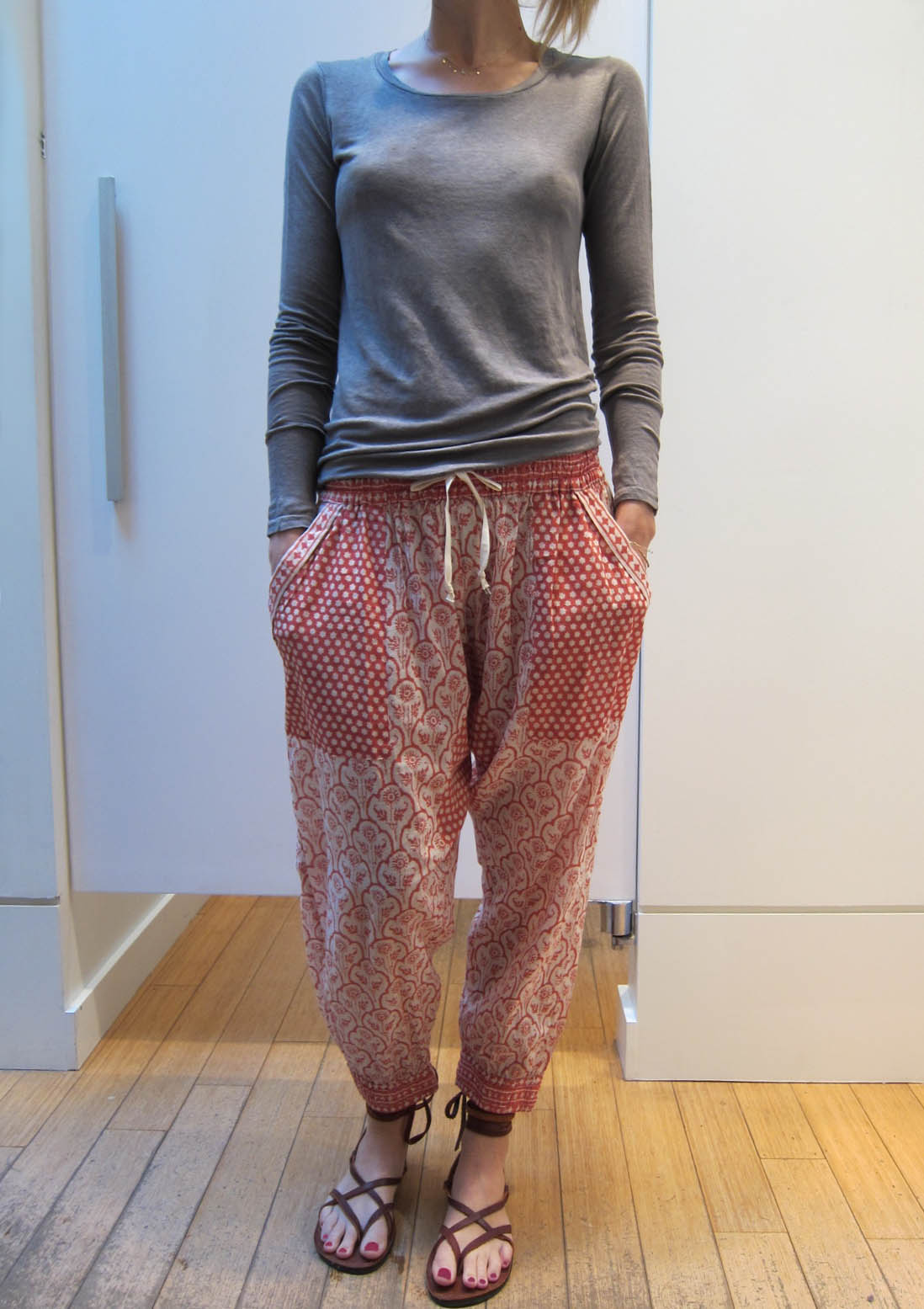 Authentic women's harem pants from Thailand in 50+ patterns. Handmade yoga harem pants & genie pants that support elephant rescue. FAST shipping from USA.
