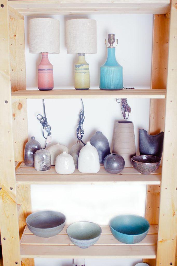 Victoria Morris pottery, Commune