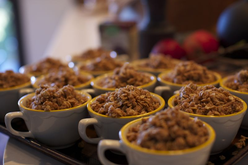 apple crisp, vegan thanksgiving, kitchen mouse