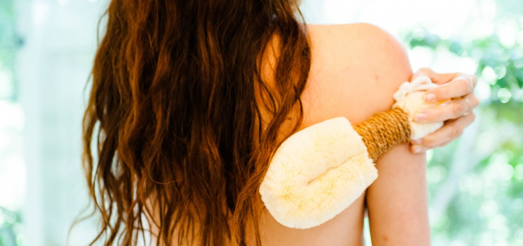 The Local Rose shares the benefits of the ancient practice of skin brushing to remove dead skin, prevent cellulite and help regenerate collagen.
